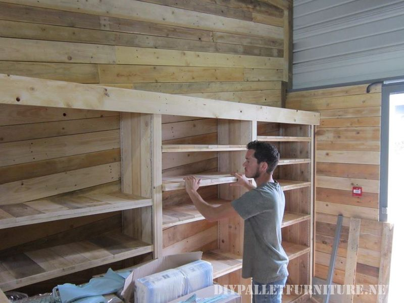 Shop furnished with pallets 3