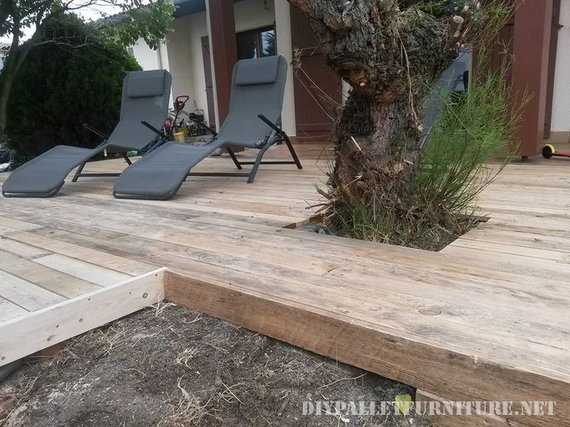 Summer deck completely made with pallets 1