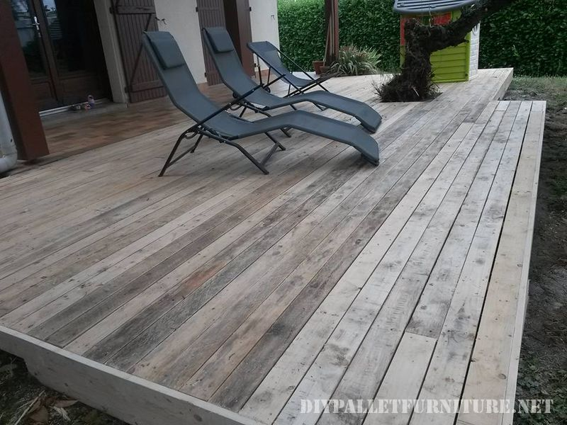 Summer deck completely made with pallets 3