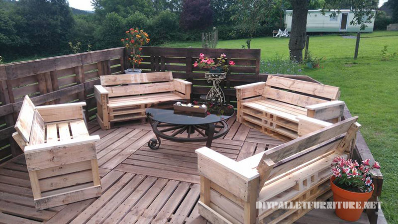 Super terrace with pallets 2