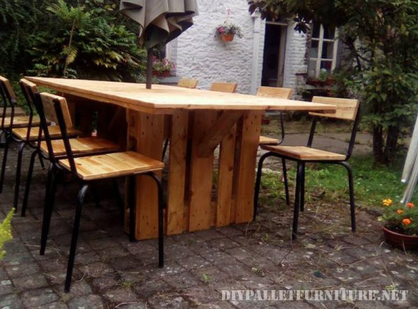 Table and chairs garden gazebo with pallets 1