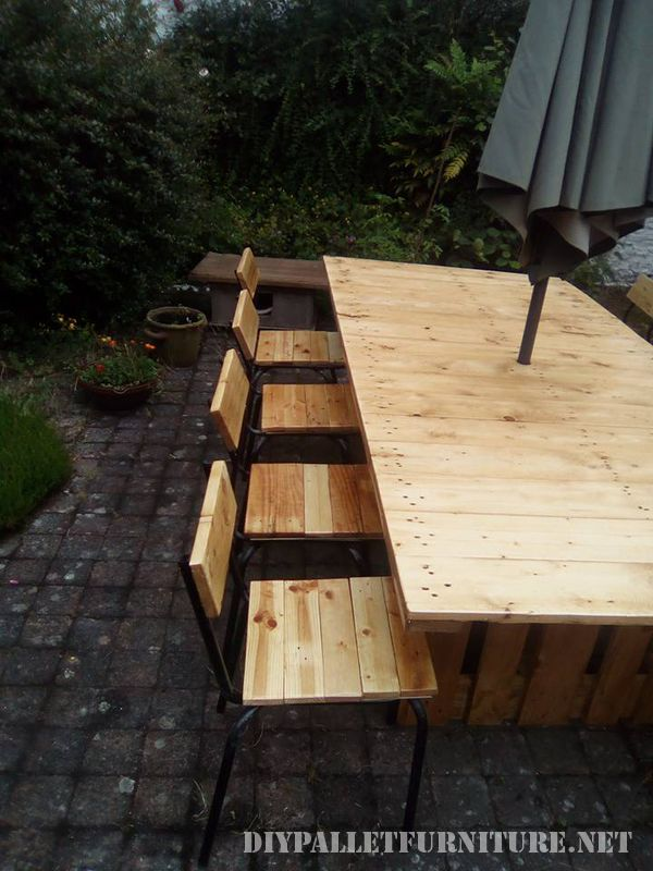 Table and chairs garden gazebo with pallets 3