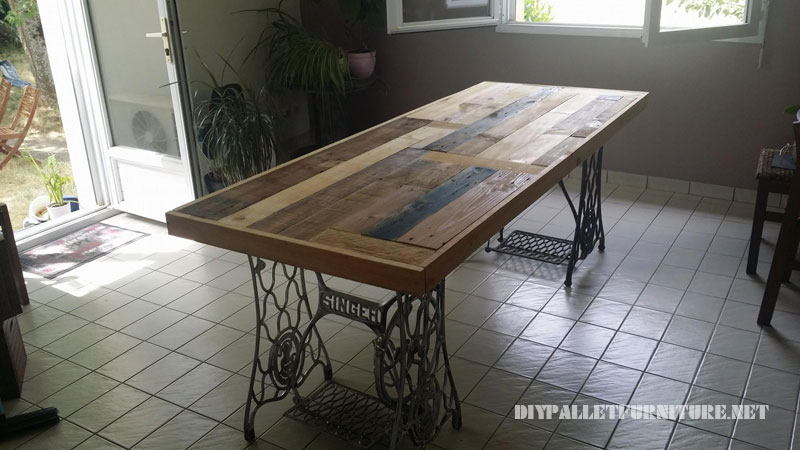 Table made with pallets and 2 sewing machines 1