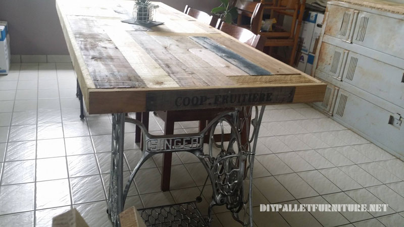 Table made with pallets and 2 sewing machines 2