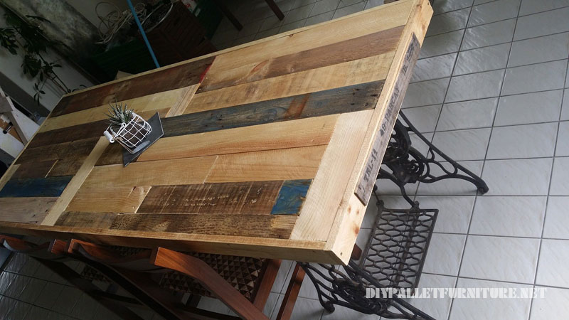 Table made with pallets and 2 sewing machines 3