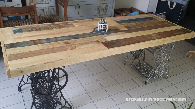Table made with pallets and 2 sewing machines 4