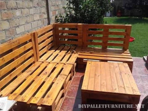 Pallet sofa for the garden 1