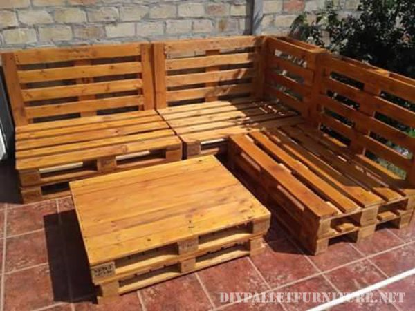 Pallet sofa for the garden 2