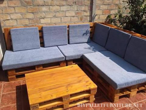 Pallet sofa for the garden 3