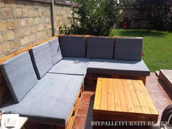 Pallet sofa for the garden 4