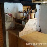 Auxiliary kitchen cabinet with pallets