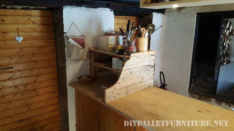 auxiliary-kitchen-cabinet-with-pallets-1
