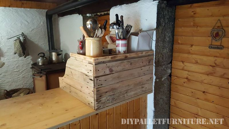 auxiliary-kitchen-cabinet-with-pallets-2