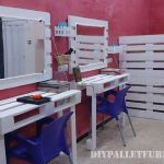 Hairdresser equipped with DIY pallet furniture