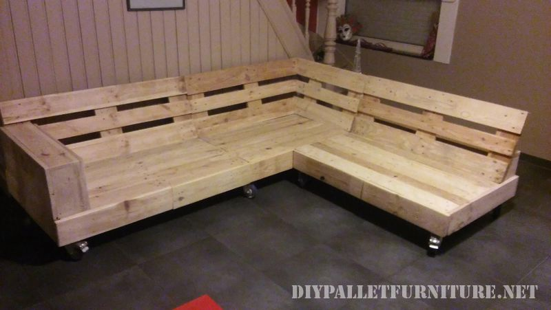interesting-sofa-built-with-pallets-6