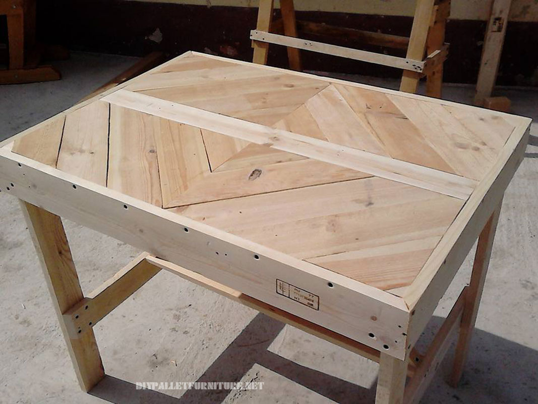 pallet-table-with-frieze-1