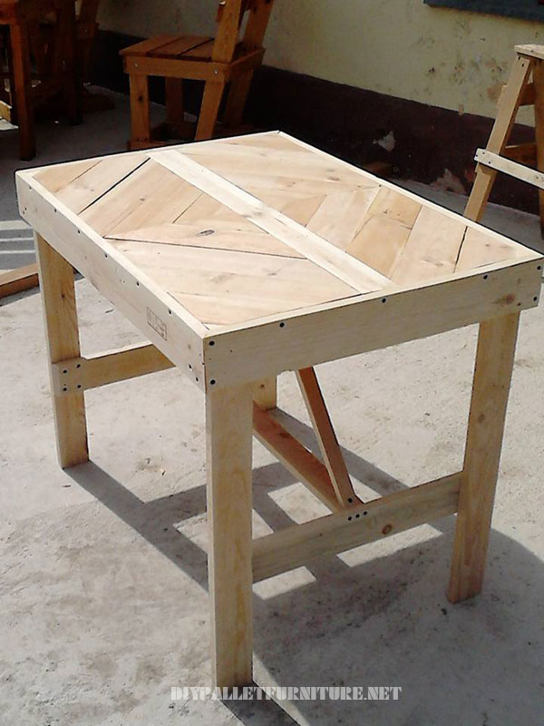 pallet-table-with-frieze-2