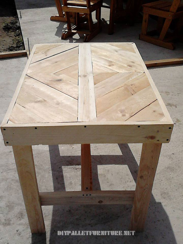 pallet-table-with-frieze-4