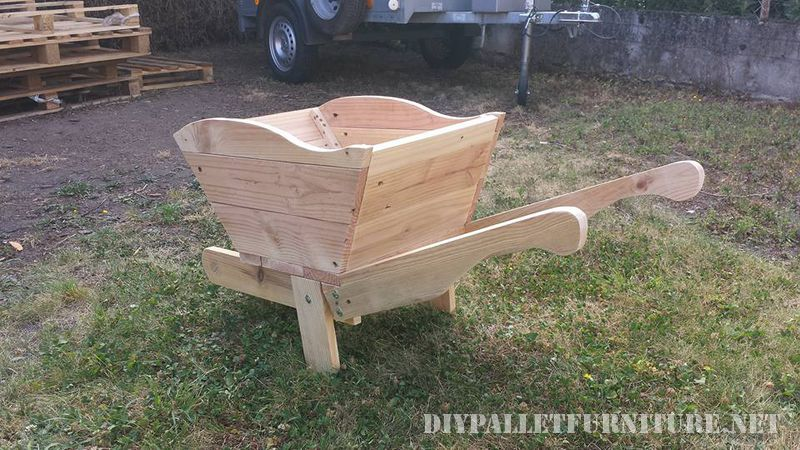 Pallet wheelbarrow 2