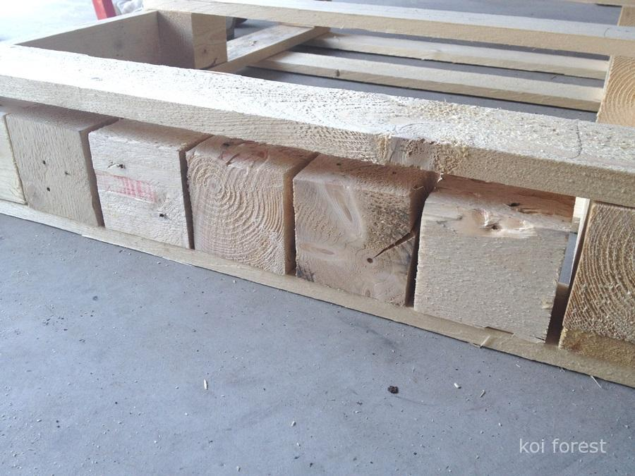 planter-table-for-the-cat-with-a-pallet-3