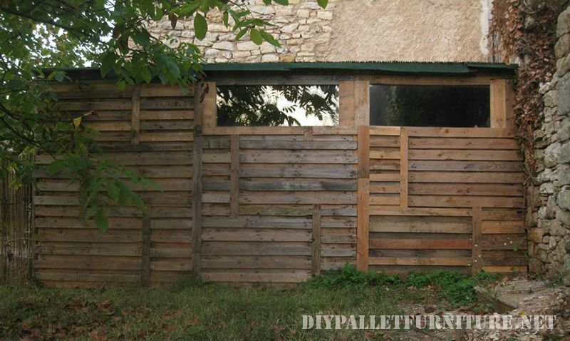 tool-shed-made-with-pallets-1