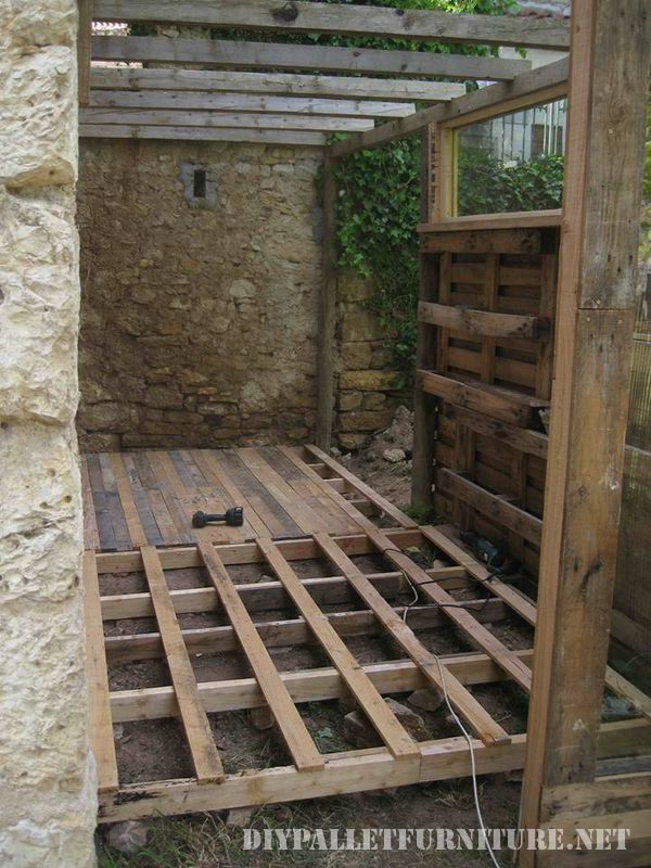 tool-shed-made-with-pallets-2