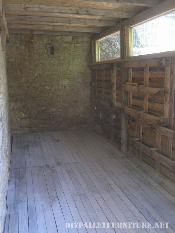 tool-shed-made-with-pallets-3