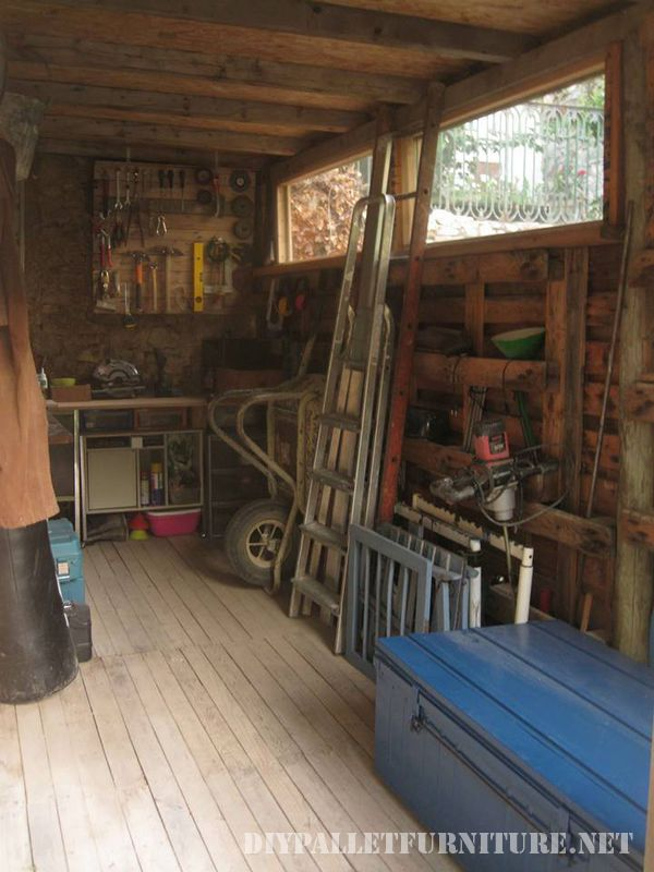 tool-shed-made-with-pallets-5