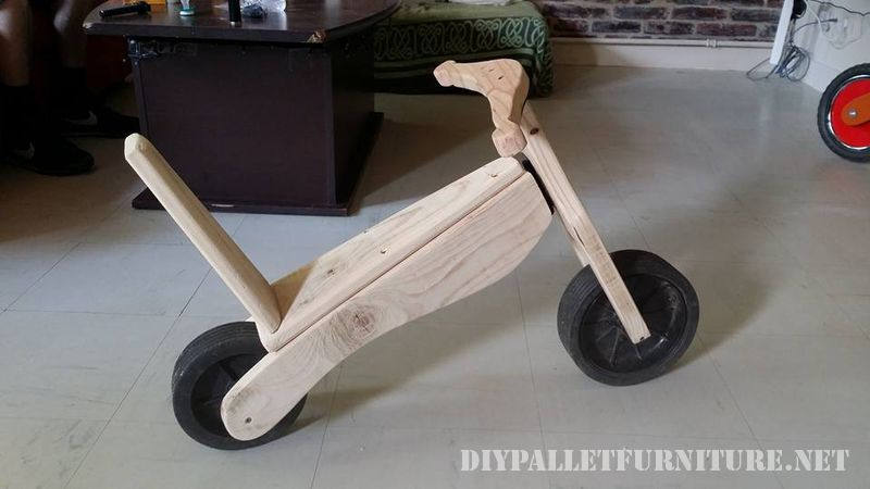toy-bicycle-with-pallets-2