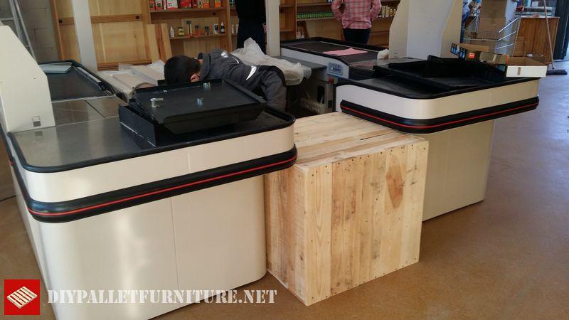 biocoop-shop-furnished-with-pallets-1
