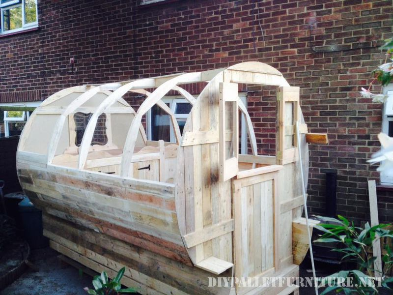 caravan-made-with-99-9-pallet-planks-1