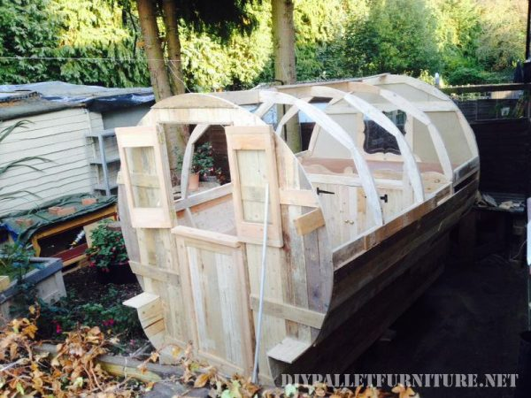 caravan-made-with-99-9-pallet-planks-2