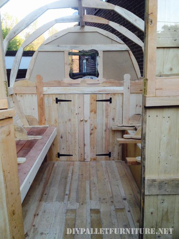 caravan-made-with-99-9-pallet-planks-3