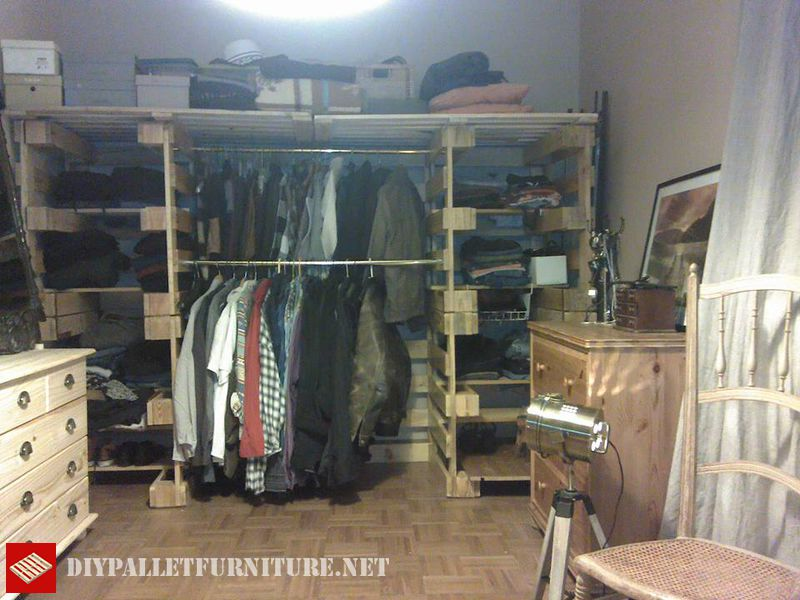 clothes-organizer-made-with-pallets-4