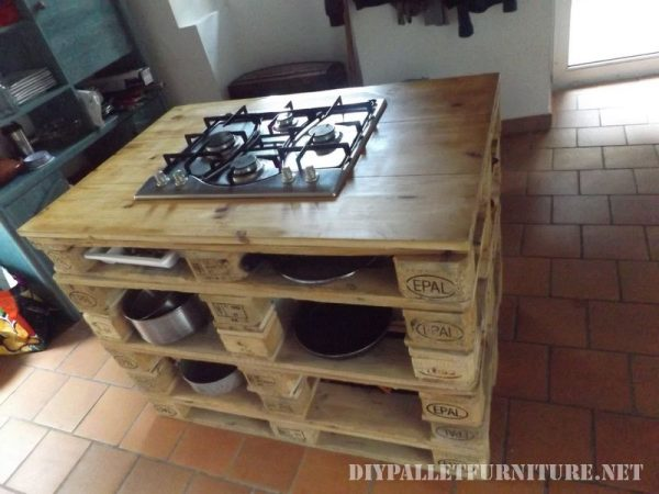 countertop-kitchen-with-a-stove-made-of-pallets-2