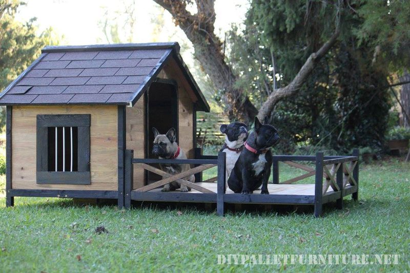 doghouse-with-a-porch-made-of-pallets-2