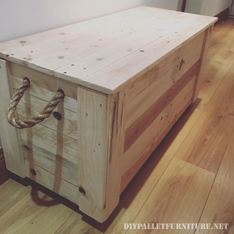 fantastic-trunk-made-with-pallets-1