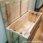 Fantastic trunk made with pallets!