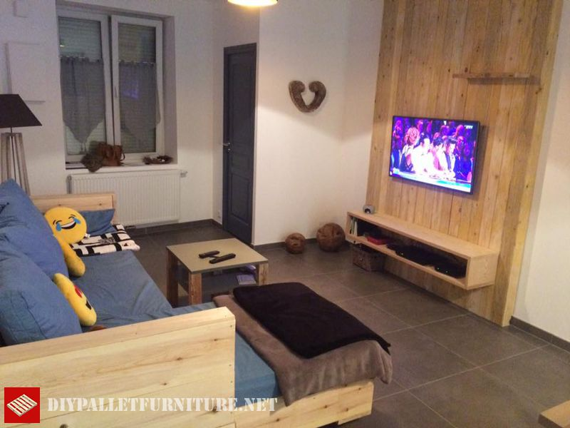 full-living-room-furnished-with-pallets-1