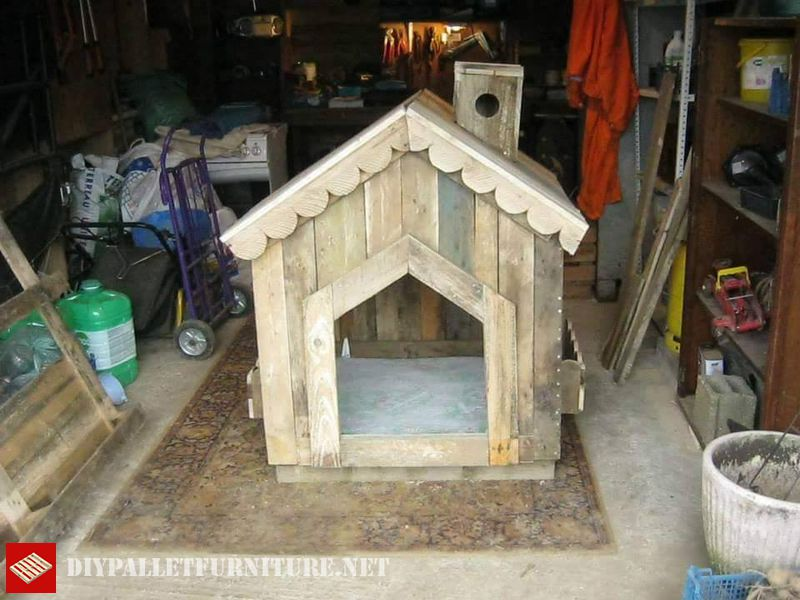 little-house-for-dogs-with-pallets-1