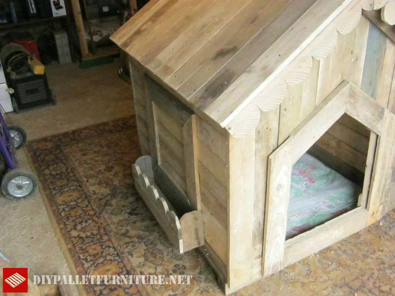 little-house-for-dogs-with-pallets-2