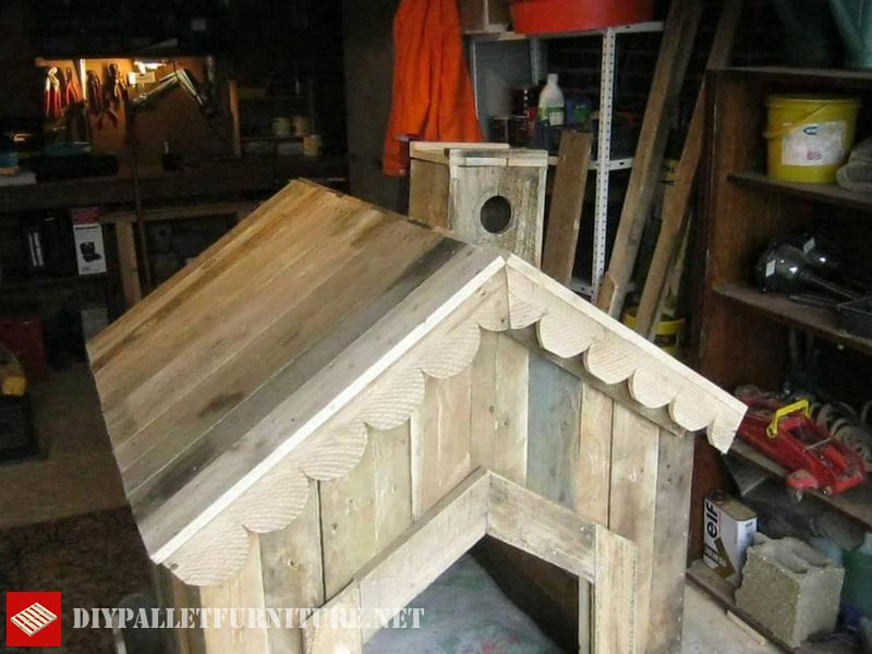 little-house-for-dogs-with-pallets-3