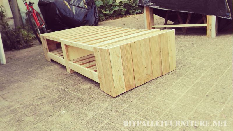 stand-for-tv-with-pallets-3