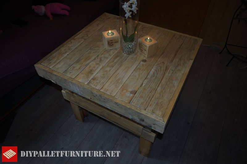 table-and-chandeliers-made-with-pallets-2