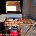 Gas barbecue with pallets