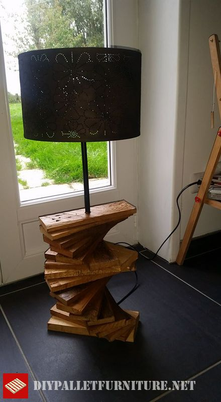 pallet-lamp-using-pallet-planks-3