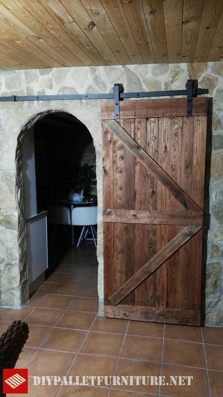 puerta-hecha-con-tablas-de-palets-3