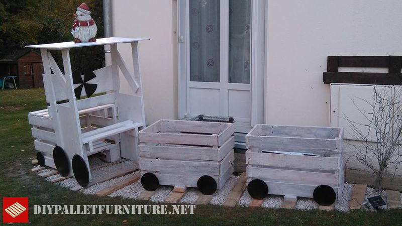 train-built-with-pallet-planks-2