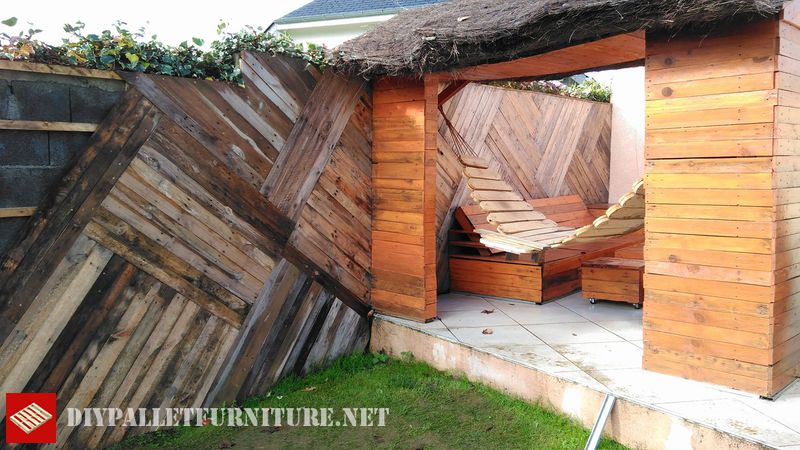 wall-and-chill-out-space-with-pallets-2