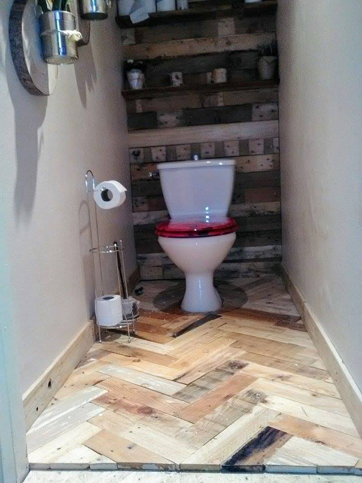 Small Bathroom Lined With Palletsdiy Pallet Furniture